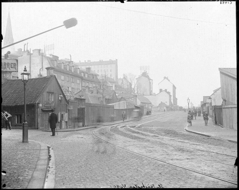 Hörnet av Snickarbacken och Birger Jarlsgatan fotograferade 1895